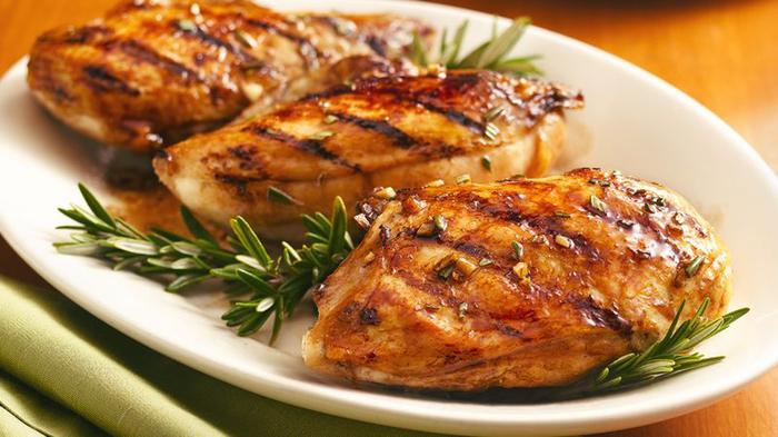 Как использовать специи: постное мясо с розмарином и можжевеловыми ягодами Розмарин, Можжевеловые ягоды, Мясо, Специи, Пряности, Еда, Кулинария, Куриное филе