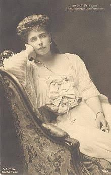 Королева Румынии Мария, двоюродная сестра Николая ll. Ее бабушка была королева Англии Виктория, дед Александр ll, русский император.