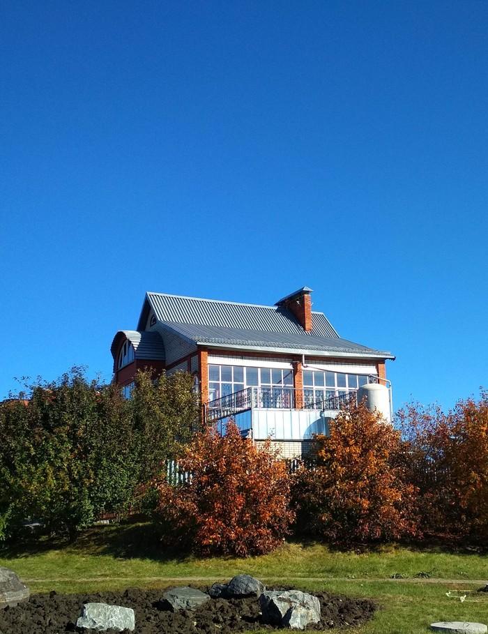 Детальный подход к организации сбора воды с крыши. С другой стороны дома такая же ёмкость. Высота ёмкости метров 5. Строительство, Лайфхак, Ливневая канализация, Длиннопост
