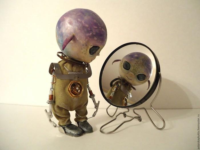 Не земной человек Инопланетяне, История, Без рейтинга