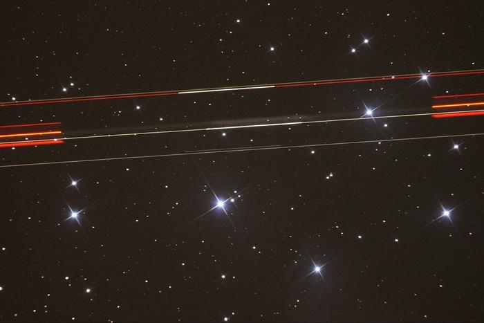 """Во время сессии съёмки звёздного скопления """"Плеяды"""", в объективе телескопа пролетел самолет Космос, Телескоп, Астрофото, Самолет"""