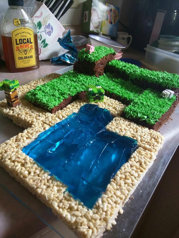 """""""Попробовал испечь торт в стиле Minecraft на восьмой день рождения ребенка моей подруги"""""""