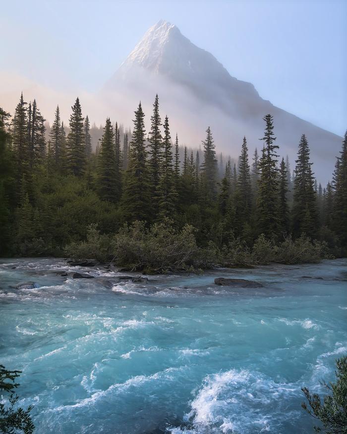 Утро на реке Робсон в Британской Колумбии (Канада)