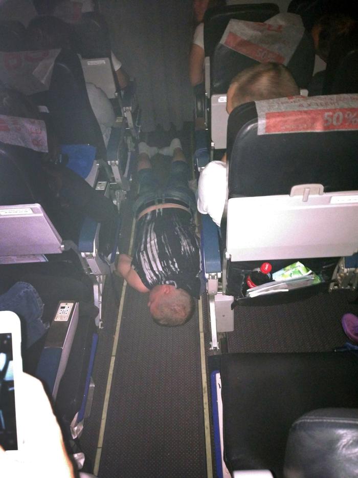 Лежит человек, летит в Нячанг) Пьяный, Самолет, Duty Free, Вьетнам