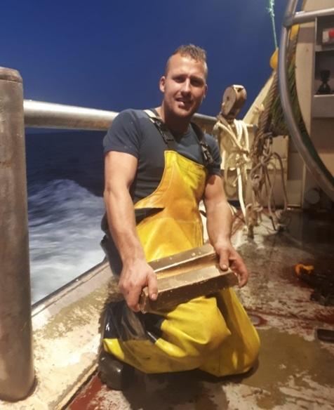 Голландский рыбак случайно вытащил два золотых слитка в своем улове, стоимостью около 850 тыс. евро