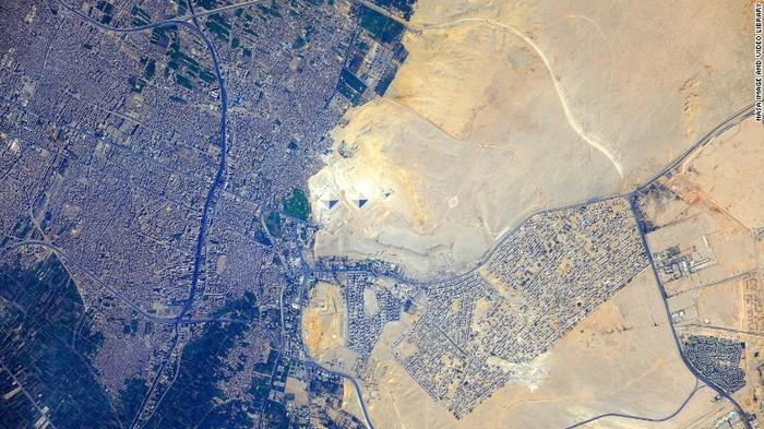 Сквозь пространство и время МКС, Египетские пирамиды, Египет, Фотография