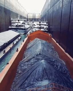 Трехуровневый шлюз в Китае.