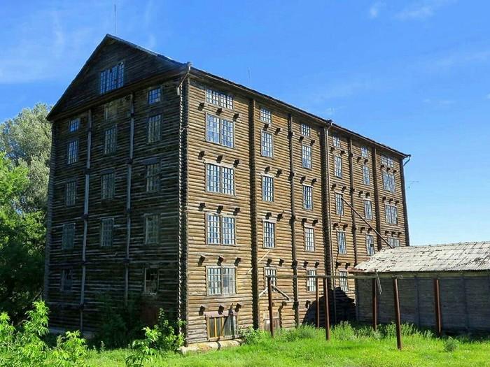 Шестиэтажная мельница купца Баркова, Белгородская область. Построена в 1914-м, работала аж до 2004-го.