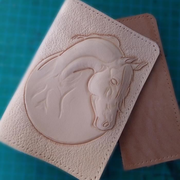 Обложка для паспорта Конь До и после, Кожа, Обложка, Лошадь, Тиснение по коже, Карвинг, Рукоделие с процессом, Длиннопост