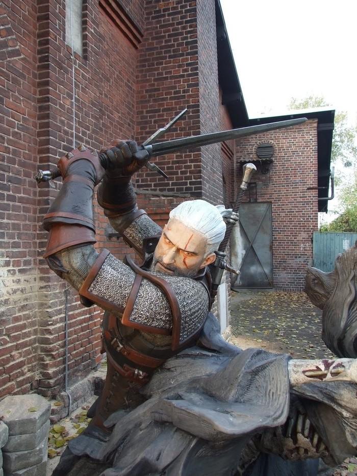Скульптура Геральта с Полуденницей от польского скульптора Томека Радзевича Игры, Ведьмак 3, Длиннопост, Ведьмак, Геральт из Ривии