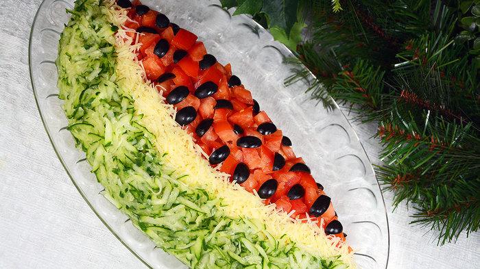 Праздничный салат «Арбузная долька» Праздничный салат, Рецепт, Видео, Салат, Длиннопост, Арбуз, Кулинария