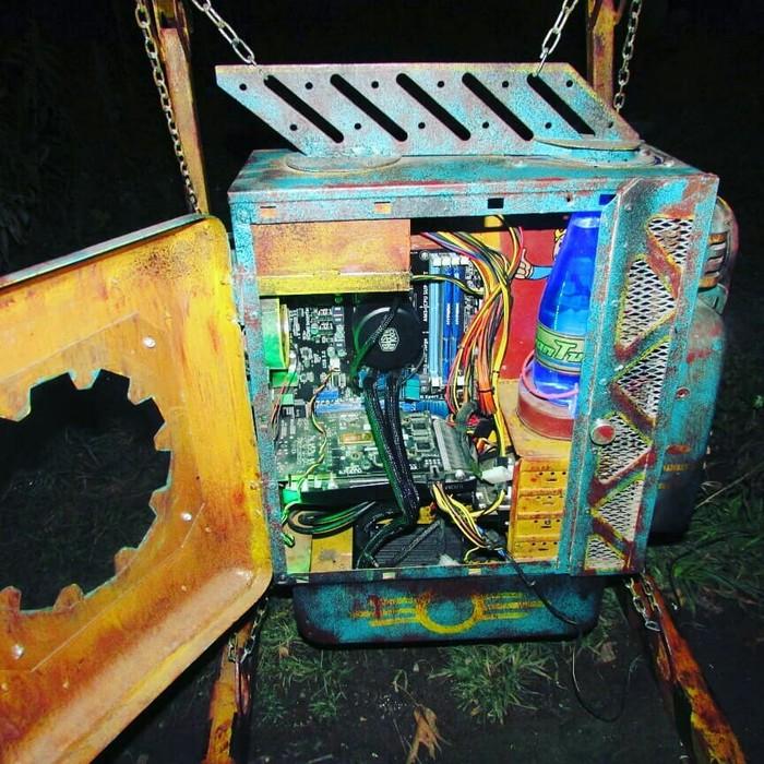 Кастомный корпус компьютера в стиле Fallout из металлолома. Fallout, Fallout 76, Custom, Modding, Wasteland, Моды, Моддинг компьютера, Моддинг ПК, Длиннопост