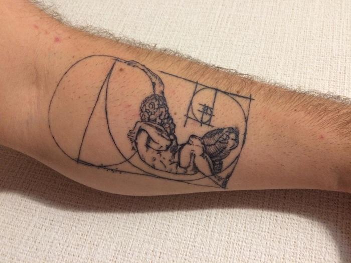 Моя вторая татуха. Титан держит Землю (Обложка Атласа из Ватикана) и Спираль Фибоначчи (Золотое сечение)