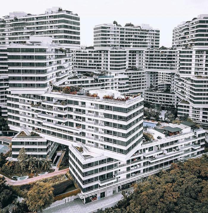 Интересное строение в Сингапуре.