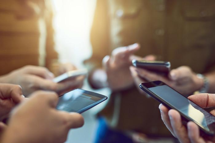 «ВКонтакте» и «Одноклассники» раскритиковали желание властей открыть данные пользователей соцсетей для бизнеса Вконтакте, Одноклассники, Данные, Цифровая экономика, Законопроект, Пользователи, Длиннопост