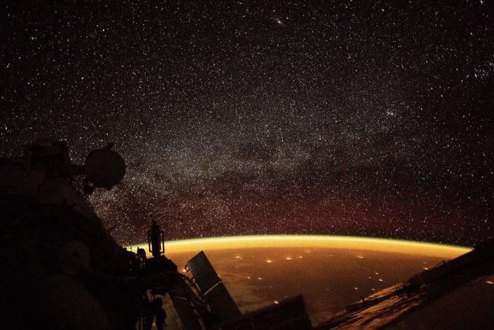 Золотая аура Земли: взгляд с МКС. Космос, МКС