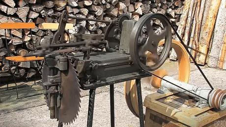 Старая точильная машинка