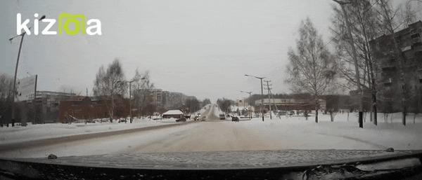 Закрутил ДТП, Крутится, На красный, Кузбасс, Прокопьевск, Пазик, Гифка, Видео