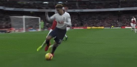 Выгрыз всё-таки этот мяч Спорт, Футбол, АПЛ, Арсенал, Лукас Торрейра, Гифка