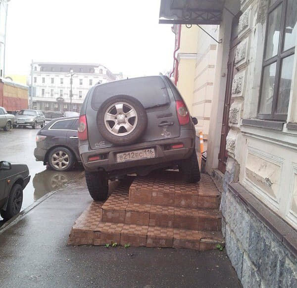 Обычная парковка в Казани