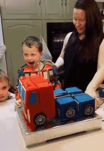 Торт трансформер Оптимус Прайм Торт, День рождения, Трансформеры, Оптимус Прайм, Гифка