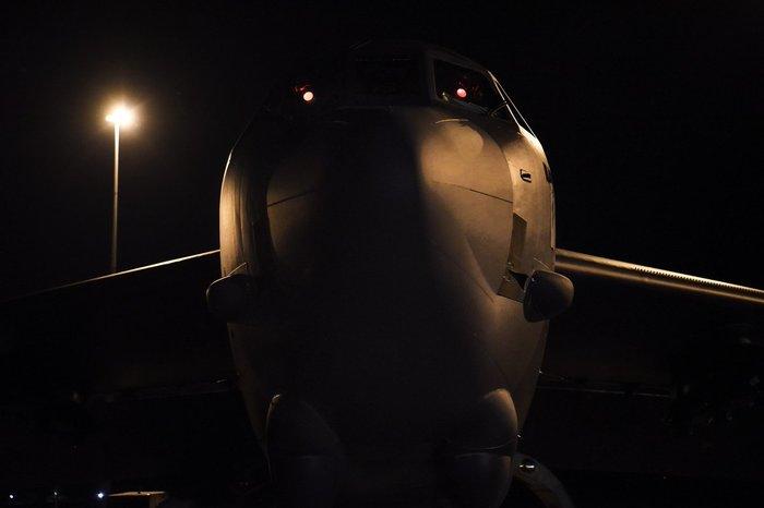 B-52 в ночи