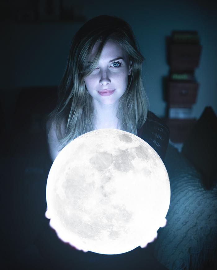 Луна в миниатюре Девушки, Луна, Фотография, Лампа, Reddit