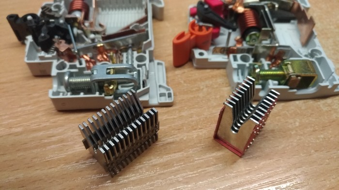 ABB и TDM если кому вдруг  интересно что под корпусом Лига Электриков, Автоматический выключатель, ABB