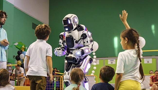 На форуме Путина в Ярославле показали «самого современного робота». Но это ростовая кукла Общество, Россия, Ярославль, Робототехника, Путин, Россия 24, Znakcom, Социальные сети, Видео, Длиннопост
