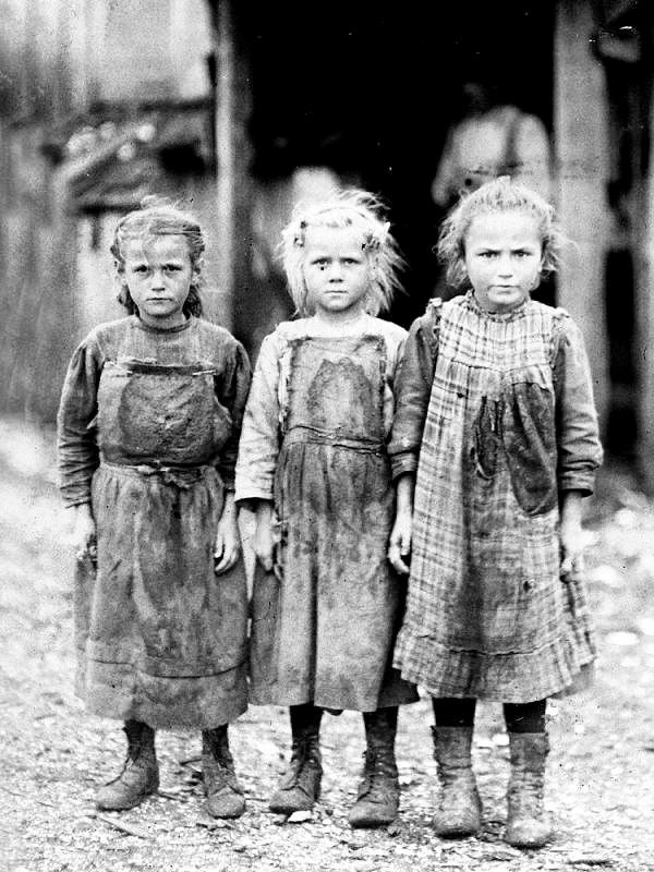 Юные работницы предприятия по добыче устриц, Дания, 1911 год.
