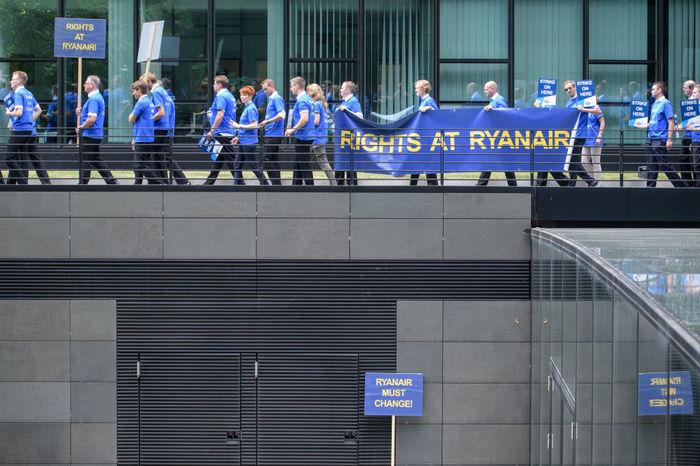 Ryanair увольняет ВСЕХ пилотов и стюардесс в Нидерландах потому что ... они не хотят ехать работать в ... Беларусь Авиация, Беларусь, Ryanair