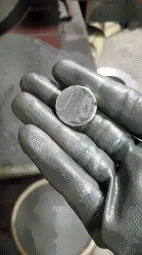 Магнит в железной стружке