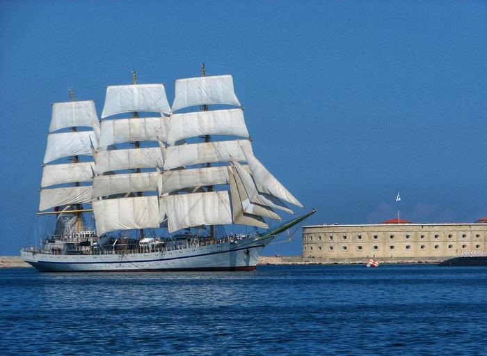 Корабль и форт Начинающий фотограф, Хочу критики, Корабль, Море, День ВМФ, Фотография