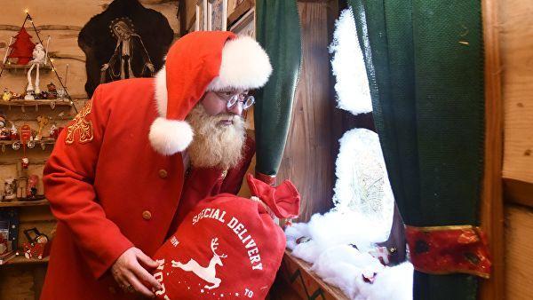 В Германии девятилетний мальчик, которому не понравились рождественские подарки, вызвал полицию. Рождество, Подарок, Полиция