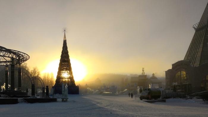 Ханты-Мансийск, Центральная площадь, - 37, день.