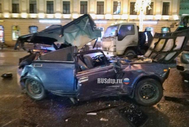 Водитель каршеринга (по словам очевидцев - пьяный) совершил массовое ДТП на Невском проспекте ДТП, Каршеринг, Санкт-Петербург, Прилетело, Летчик, Пьяный водитель, Видео, Длиннопост