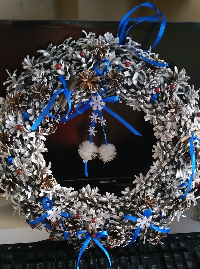 Веночки из шишек. Новый Год, Новогодний венок, Шишка, Праздники, Рождество, Длиннопост