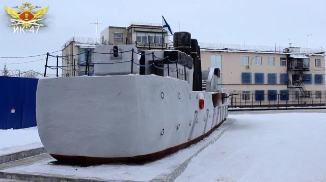 """Осужденные ИК-47 построили из снега крейсер """"Варяг"""" в Каменске-Уральском. Размер судна впечатляет. Каменск-Уральский, Своими руками, Крейсер Варяг, Крейсер, Заключенные"""