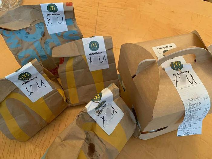 В аппарат Верховной Рады принесли заказ из McDonald's с нецензурным словом на упаковке. Верховная Рада Украины, Мат, Макдоналдс