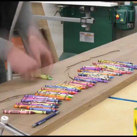Декорирование столешницы с помощью восковых карандашей