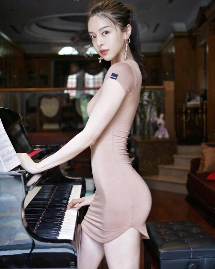 Кажись я влюблён Cathryn Li, Китаянка, Азиатка, Красивая девушка, Модель, Купальник, Платье, В обтяжку, Длиннопост