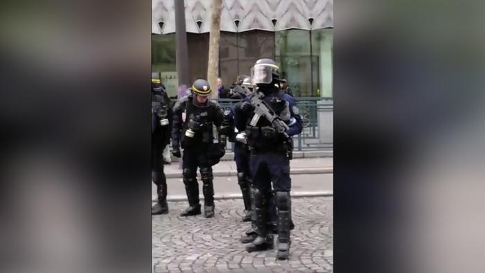 """""""Желтые жилеты"""" 9-я неделя протеста во Франции. Полицию вооружили штурмовыми винтовками. """"Жилеты"""" бьют журналистов, полицейские - """"жилетов"""" Новости, Франция, Желтые жилеты, Протест, Полиция, Видео, Длиннопост, Революция"""
