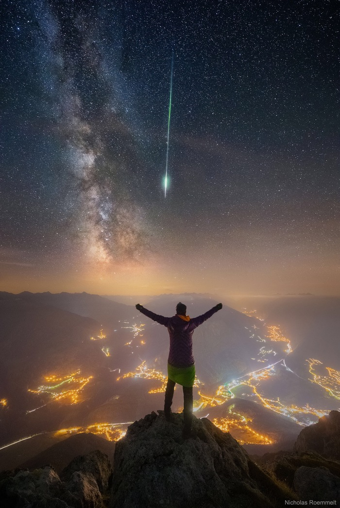 Млечный Путь и яркий метеор Персеид над Альпами Австрия. 12/13 августа 2018 года. Автор: Николас Рёммельт