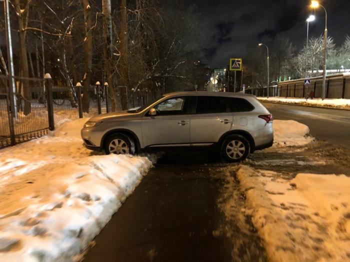 Это хорошее место, я встану здесь Хамство, Паркуюсь где хочу, Парковка, Нарушитель, Москва, Жалоба, Неправильная парковка