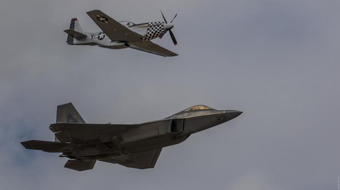 Две эпохи. p-51, f-22 Raptor, ВВС США, Авиашоу, История, Самолет