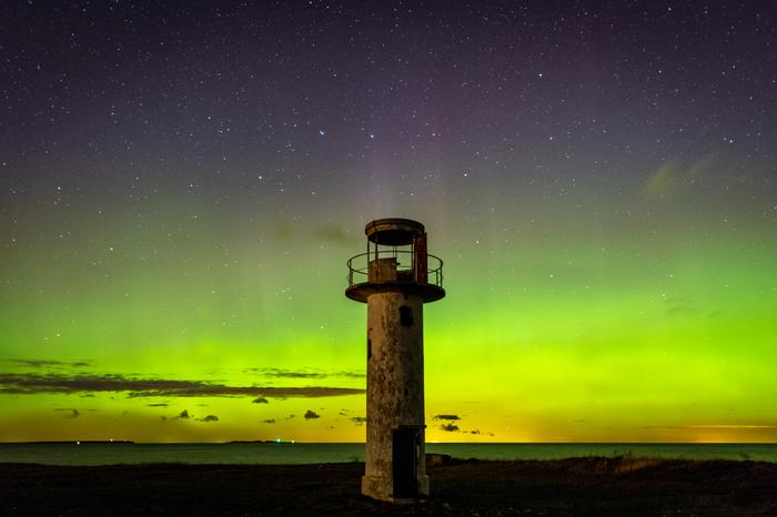 Старый маяк в красивую ночь Северное сияние, Маяк, Ночь, Звездная ночь, Астрофото, Фотография