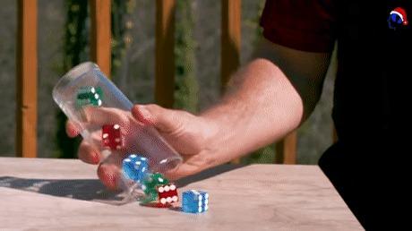 Ловкость рук и физика в действии...