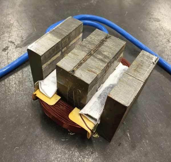 Может ли электромагнит поднять тонну питаясь от обычной батарейки ? Физика, Электромагнит, Длиннопост