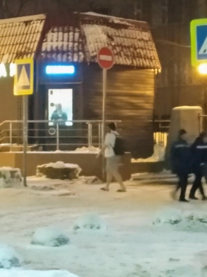 Ничего необычного, просто чувак в шортах чешет по Москве. Зима, Шорты, Странные люди, Москва