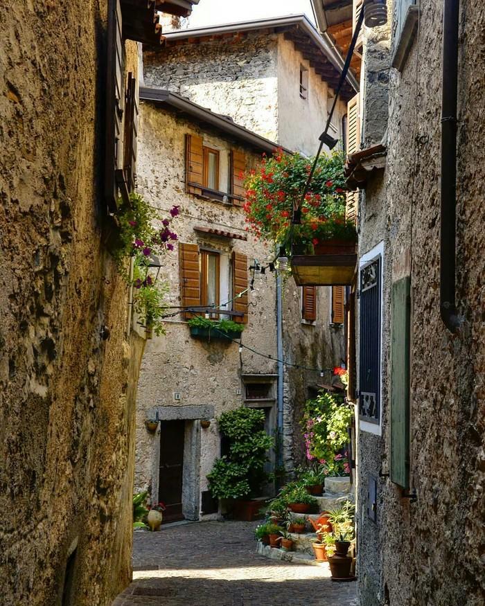 Тремозине, Италия.